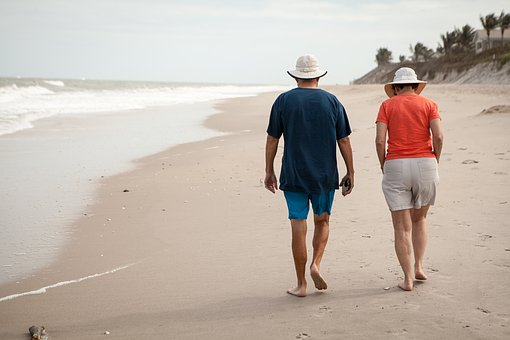 best- places to retire- retired couple walking on beach