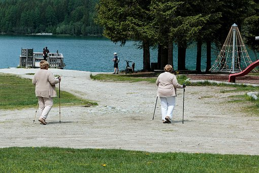 best places to retire- retirees walking in park