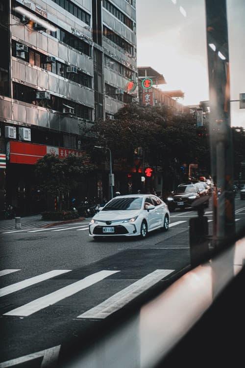 car sharing- white car